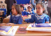 Antalya Manavgat'ta Dağlıca şehidi Mustafa Uysal adına yaptırılan ilköğretim okulunun açılışındaki öğrenciler